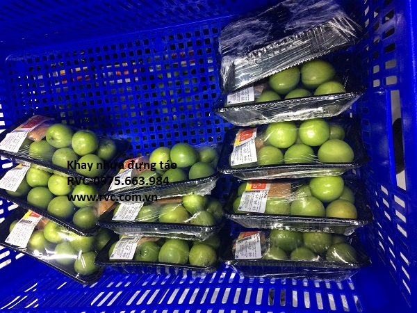 khay nhựa đen đựng trái cây