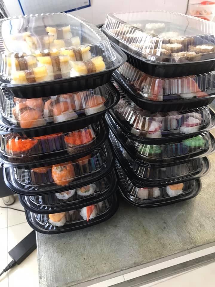 hộp nhựa đen đựng thức ăn nóng