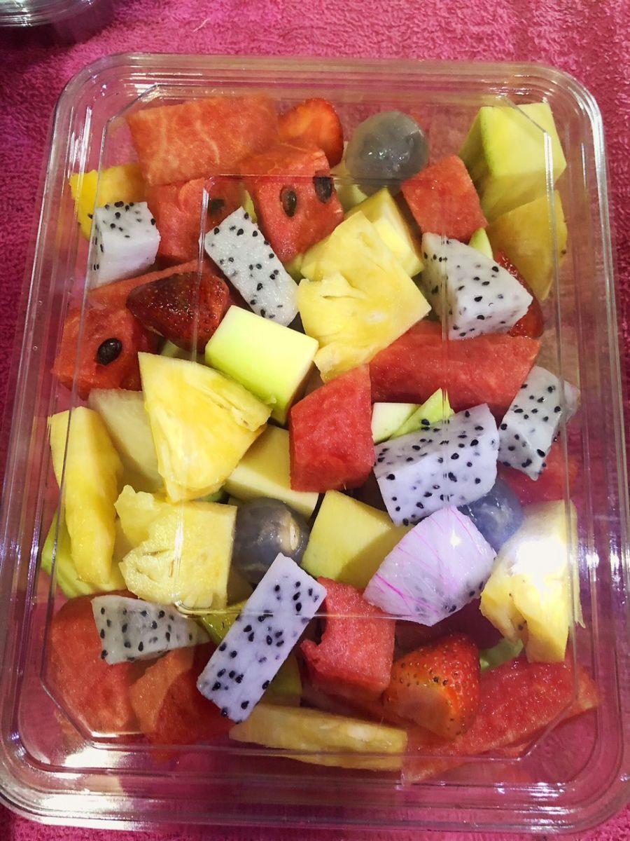 hộp nhựa đựng trái cây cắt sẵn